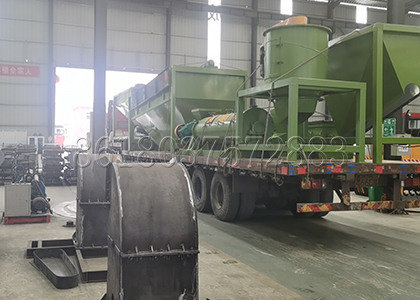 loading of vertical fertilizer crusher